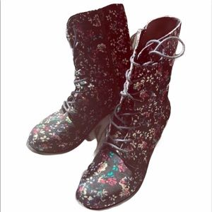 Wild Diva floral combat boots size 8